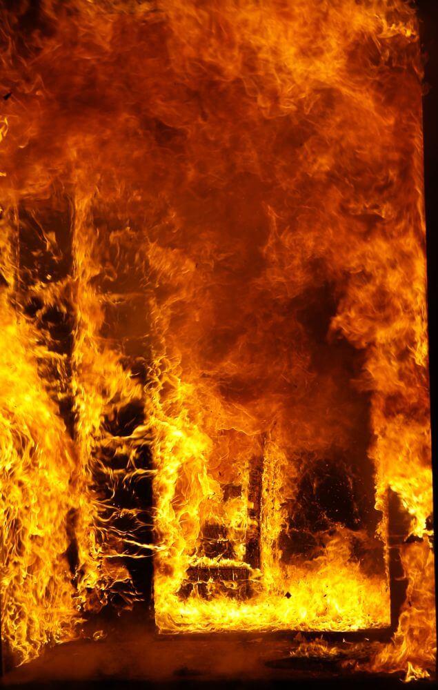 Door het vuur heen