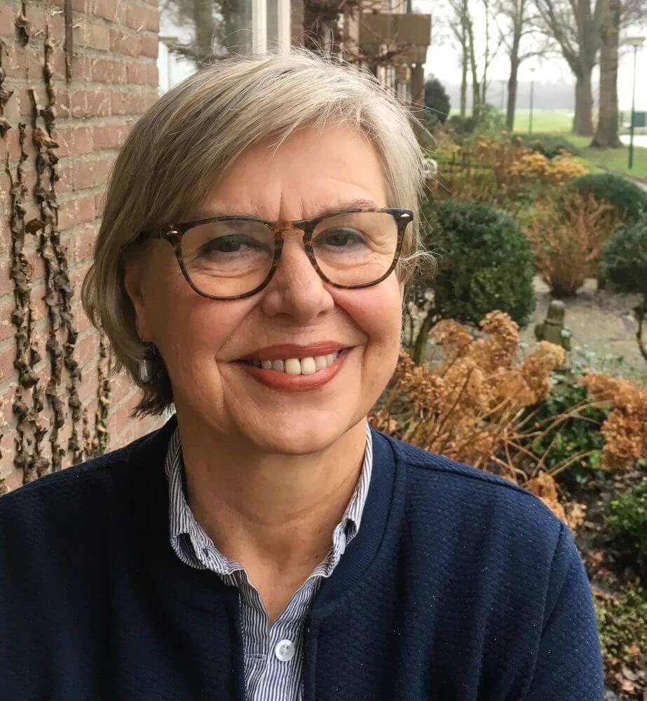 Margreet Batteau: 'Ik ga graag om met mensen in kwetsbare posities, zoals buitenlandse vrouwen. In het helpen met de Nederlandse taal vind ik ook de voldoening die ik miste in de banen die ik had.' (beeld Saskia Batteau)
